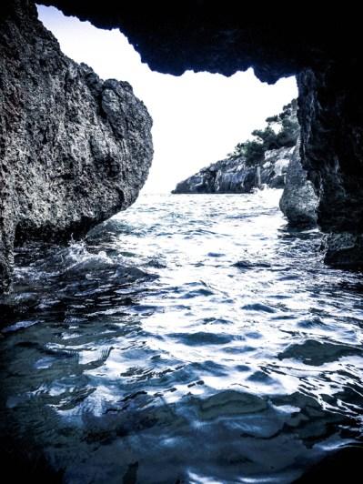 Una cueva de la cala Fustam.