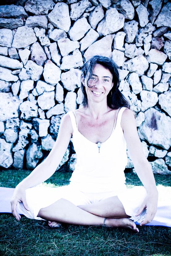 la profesora de yoga.