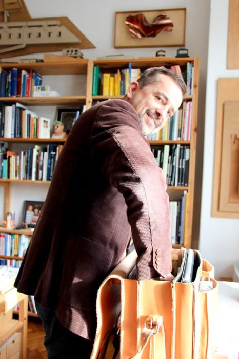 Thomas Wizany en su escritorio.