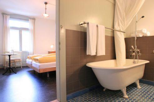 Habitación dog friendly en Bergün de hotel Kurhaus BergŸn , una de las localizaciones de la película. Foto: Zvonimir Pisonic.