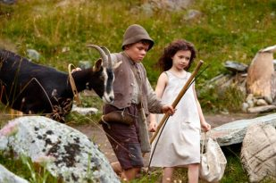 Imágenes de la película. Geissenpeter (Quirin Agrippi) y Heidi (Anuk Steffens).