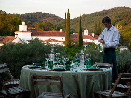 Las mesas se visten de forma diferente y en distintos lugares.