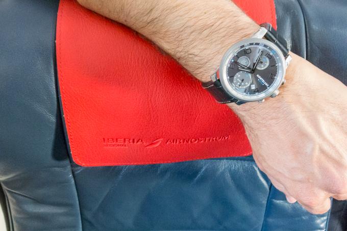 La puntualidad es una de las características a destacar de AIR NOSTRUM. Reloj MONTBLANC.
