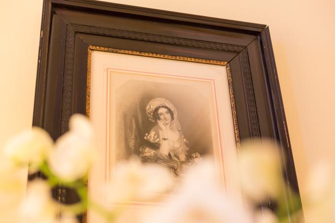 Orquídea y una de las láminas antiguas del la suite.