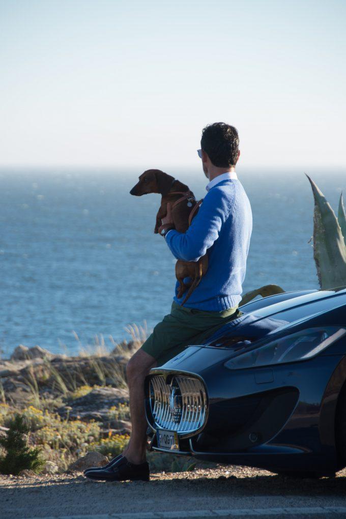 Eros y yo recorriendo Cascais con el Maserati Gigli Sport.