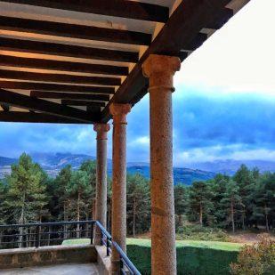 Galería, lluvia, bosque y sierra.