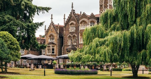 Jardines del hotel. Foto: The Oakley Court.