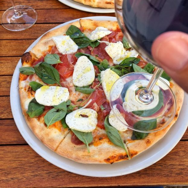 Las pizzas me gustan con la masa fina y abundantes ingredientes frescos y de calidad.