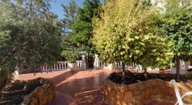 Jardín del hotel Riviera.