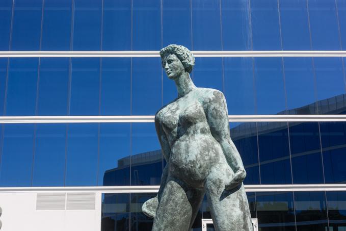 Escultura de la rotonda de acceso al hotel, es de José Anahory.