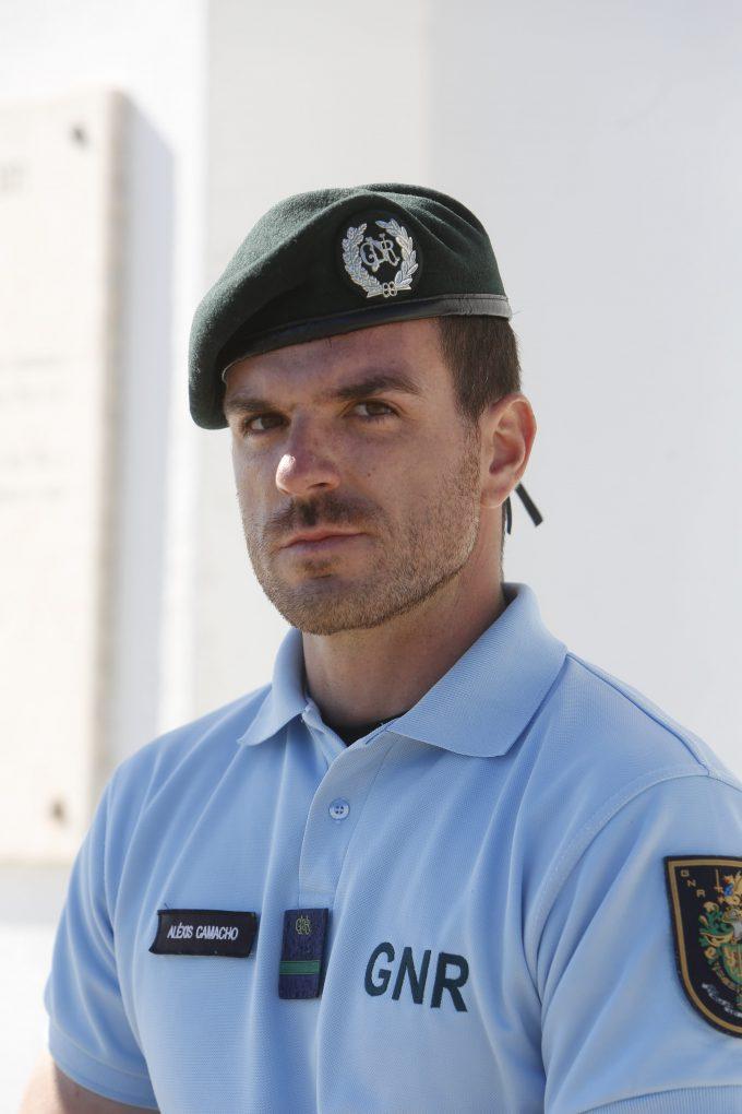 Uno de los agentes que protegen la zona.