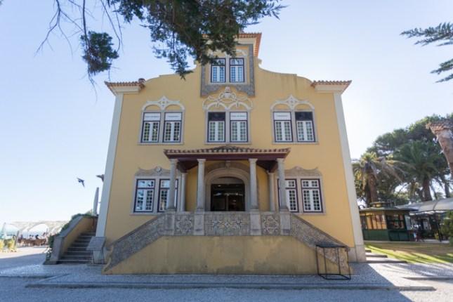 Villa histórica del centro comercial Casa da Guia (casa noble fundada en el año 1895).