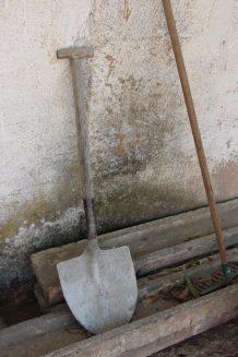 Herramientas para mantener limpios los caniles.