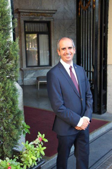 Alejandro Alegre, Duty Manager del Hotel Ritz; el señor se ocupó de que nuestra estancia fuera perfecta.