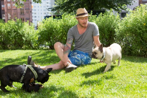En el jardín de Pet Shop Girls, Einar, Arthur y Jacob Kedja.
