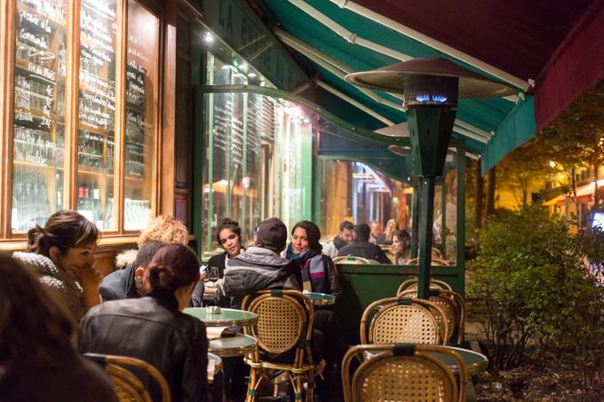 Terraza de Les Philosophes. 8 rue Vieille du Temple; +33 1 48 87 49 64.