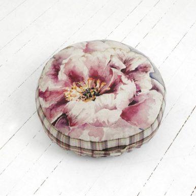 Gancedo, la mejor casa de tapicería de España, te acerca el puff de su coleccion Ready para que lo disfrutes en tu hogar. DONATIVO: 263,35 €.