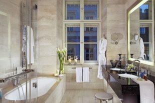 Baño de la suite Deluxe.