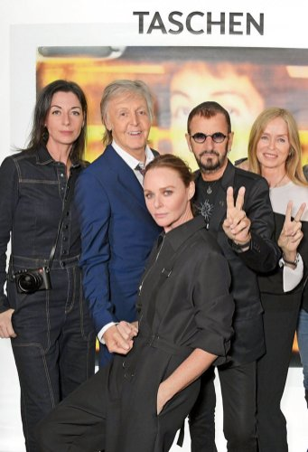 Mary, Paul y Stella McCartney con Ringo Starr y Barbara Bach. Copyright: Dave Benett.