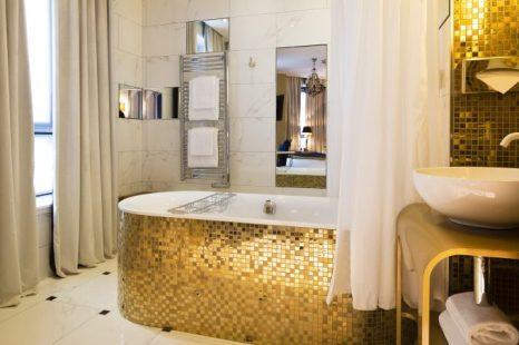 Baño de habitación Pride Deluxe.