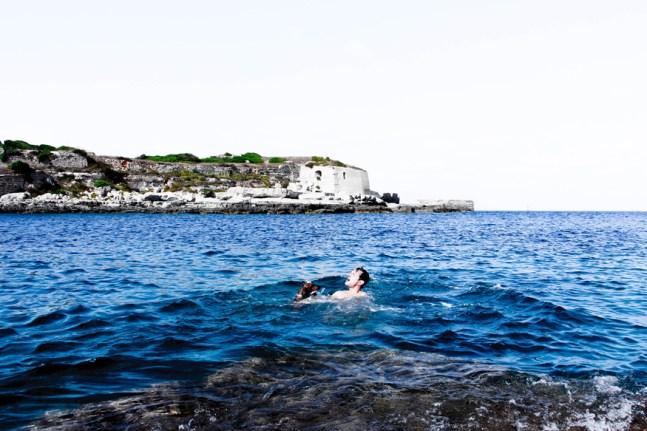 Primer baño de Eros en el Mediterráneo.
