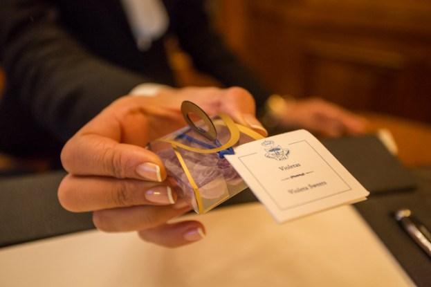Violetas, un obsequio emblemático del Ritz a los huéspedes.