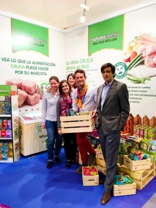 Con el equipo de NEW GLOBAL PET BUSINESS y NATURES MENU.