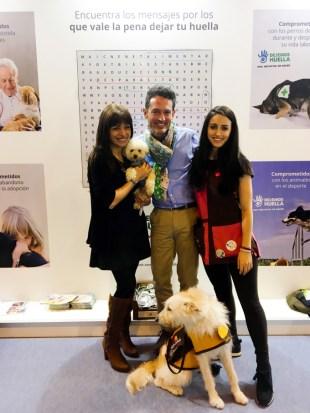 Con Alejandra González Sánchez, Digital & Trade Marketing Manager de BAYER, y el equipo de DOGTOR ANIMAL.