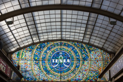 Vitreaux dedicado a Tesla en la Galería Lucerna.