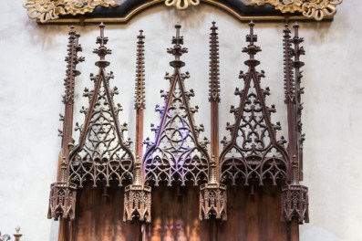 Bancos de madera tallada de s. XV.