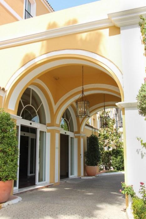Puerta de acceso al hotel Barceló Montecastillo.