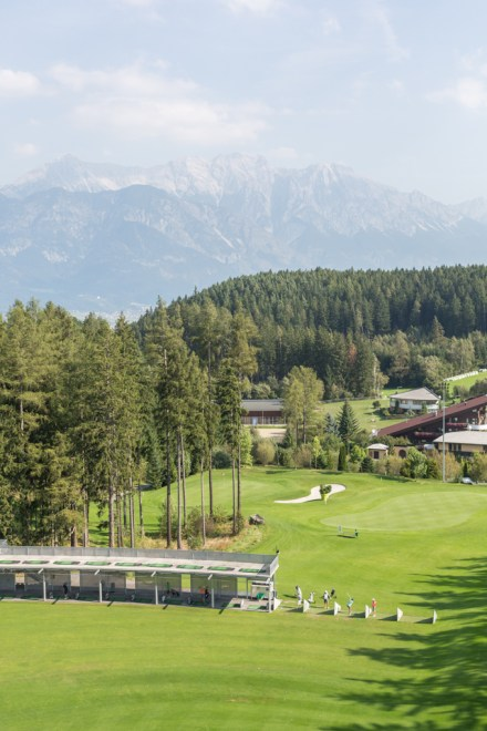 Club de golf en al pie de los Alpes.