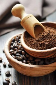 Fresh-roasted-coffee-beans-and-grounds