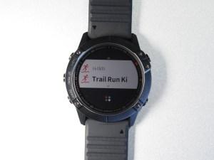 右上のボタンを押すとアクティビティの選択画面に。「お気に入り」に設定したアクティビティが表示される。「Trail Run Ki」は筆者がカスタマイズして登録したもの。