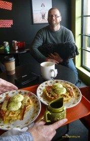 jamie and breakfast at Munchies