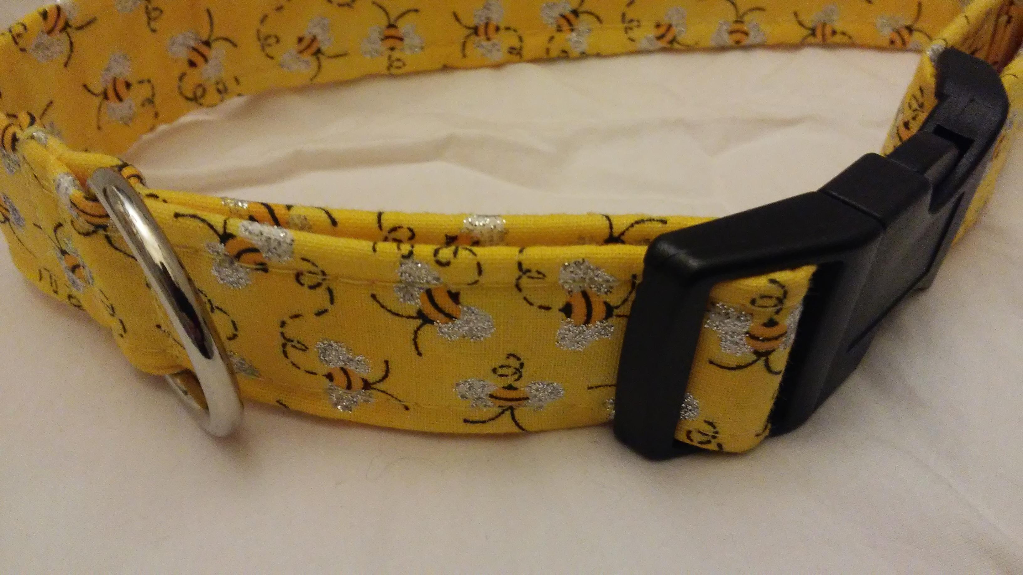 yellow dog collar