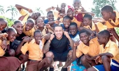Ghana ,memphis Depay ,visite , école,sourds Muets, Pour , œuvre Caritative ,vidéo