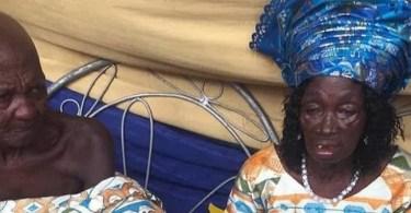 Ghana, Après 25 Ans Ensemble, Un Homme De 80 Ans, épouse , Partenaire âgé , 78 Ans