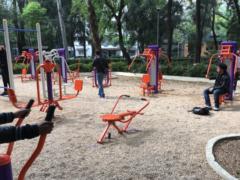 Parque México equipment that integrates outdoors with exercise.