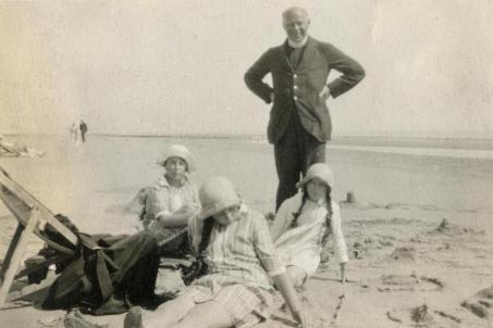 Rev. A.P. Gower-Rees and his daughters Joan, Gwen and Mary