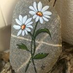 60+ Beautiful DIY Painted Rocks Flowers Ideas (26)