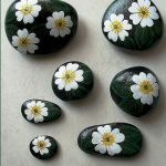 60+ Beautiful DIY Painted Rocks Flowers Ideas (33)