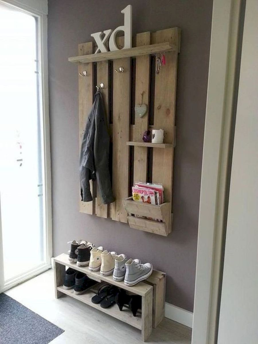 30 Fantastic DIY Hanger Ideas from Wooden Pallets (7)