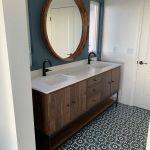 20 Stunning Farmhouse Bathroom Tile Decor Ideas And Remodel (20)