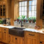 20 Stunning Farmhouse Kitchen Sink Decor Ideas and Remodel (8)