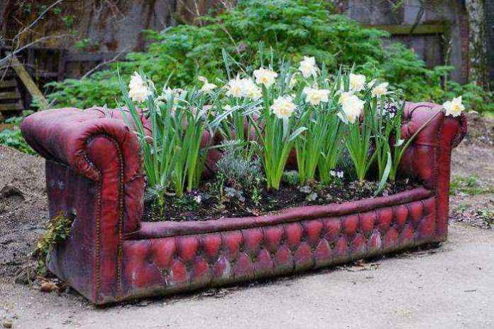 image15-15 | Как украсить сад с помощью старой мебели