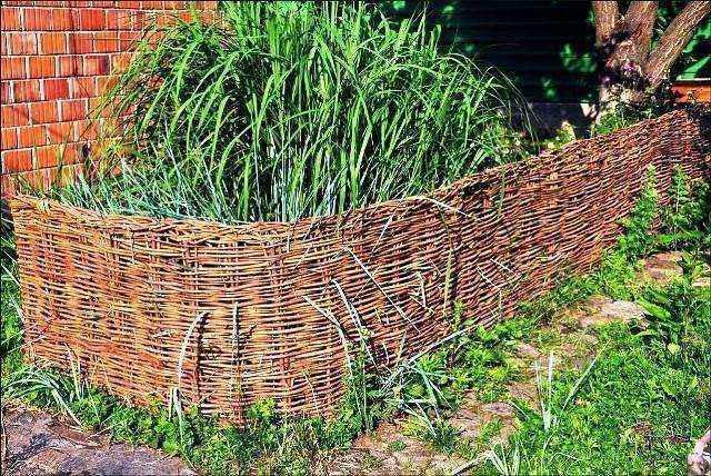 image7-8 | Делаем плетень на даче своими руками