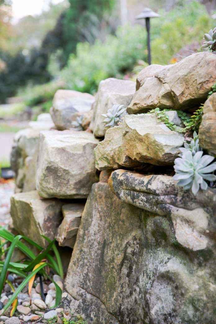 1509630622666 | Как построить поддерживающую стену из натурального камня