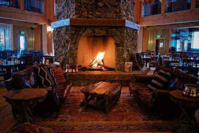 2-1-wood-burning-fireplace-in-living-room-interior | Дровяные камины: обзор материалов и лучших идей (Часть вторая)