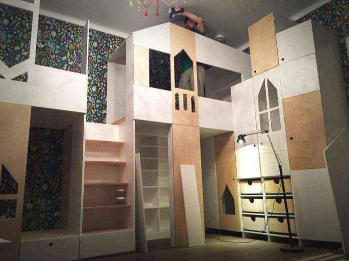 5-1-podium-bed-in-interior-design-custom-made-wooden-house-game-town-play-area-drawers | Кровати с подиумом в дизайне интерьера: 5 реальных проектов в деталях